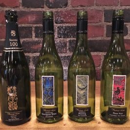 Tastingissä melkein suomalaiset Vicarage Lanen viinit