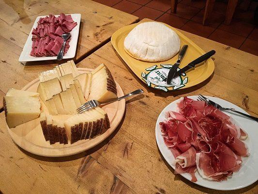 Vindirekt viinitasting St Wine and Friends viinikerho juusto kinkku