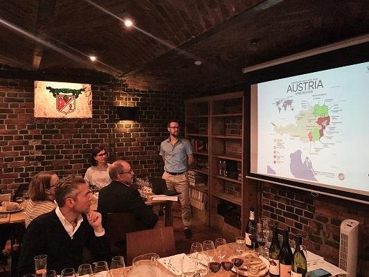 Vindirekt viinitasting Winecellars St Wine and Friends viinikerho