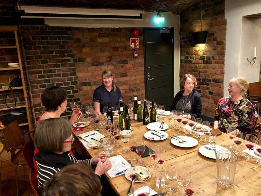 St wine and Friends Outi Jakovirta tasting
